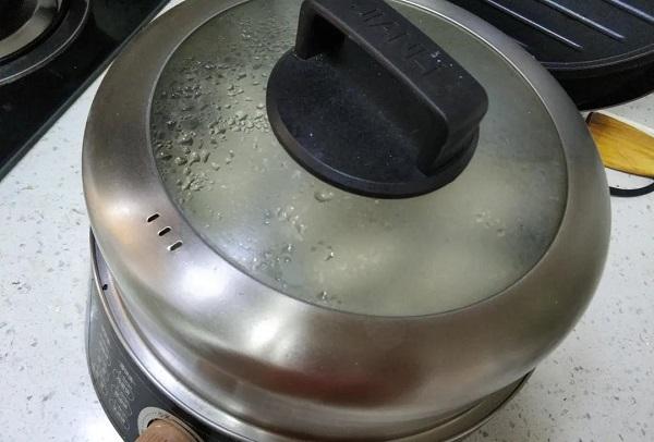 花卷只会蒸?这样煎一下,酥脆喧软,比蒸的好吃多了!