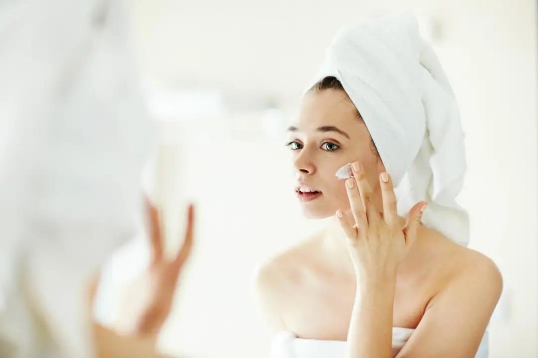 干皮女生如何保养皮肤,首先记住这3点!